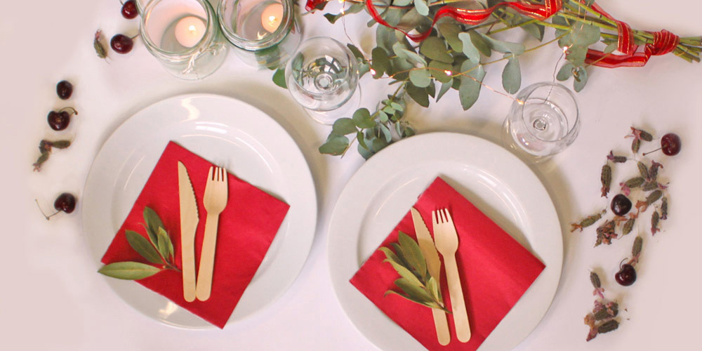 Christmas dinner table setting © WWF-Aus / Stef Mercurio