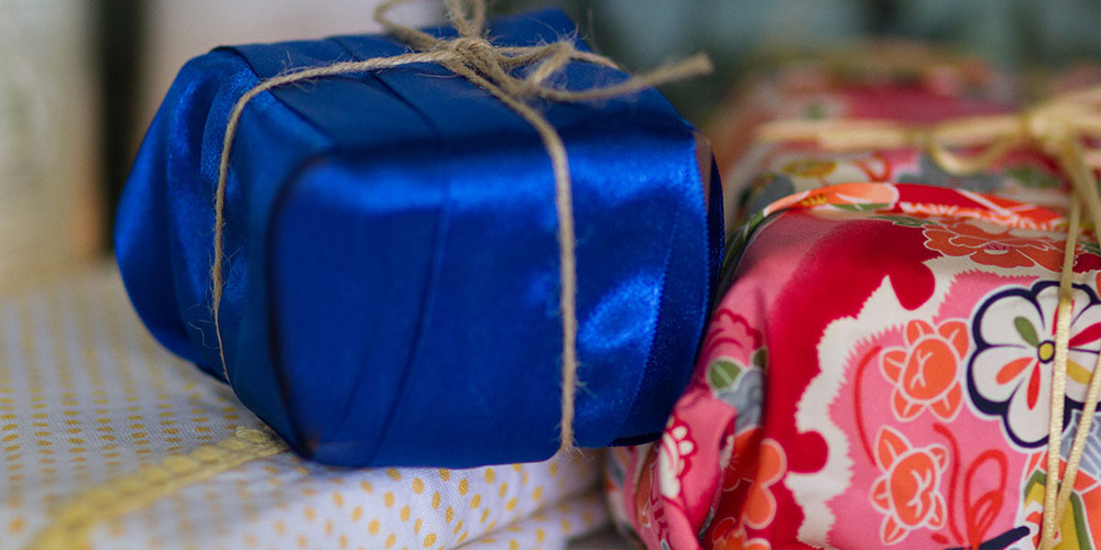 Christmas gifts sustainable wrapping © WWF-Aus / Stef Mercurio