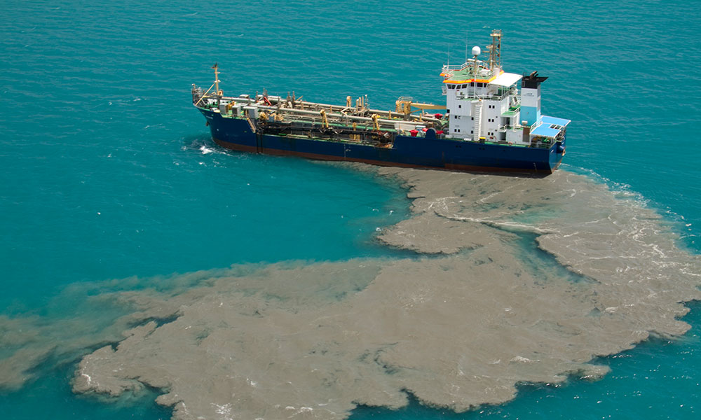 Brisbane, a cutter suction dredge barge, dumping dredge material , Port of Cairns © Xanthe Rivett / CAFNEC / WWF-Aus