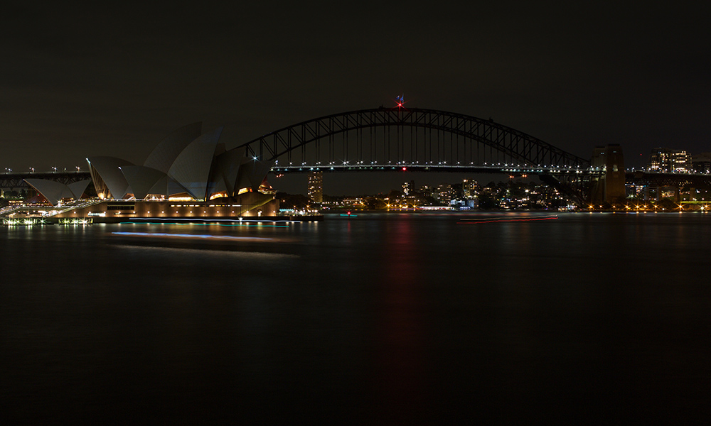 Harbour Bridge and Opera House switched off during Earth Hour 2017 © WWF-Aus / Quentin Jones