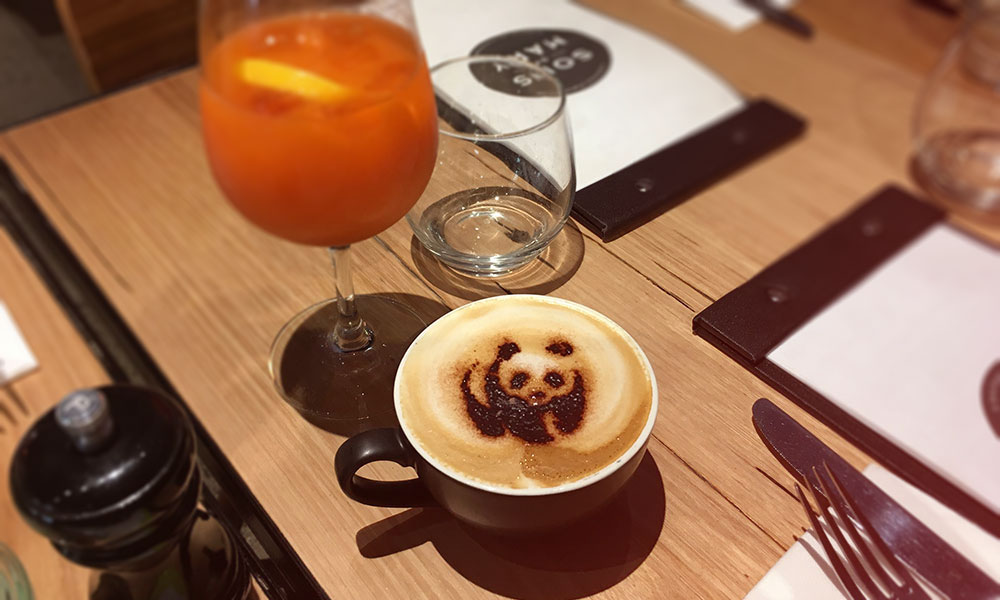 Panda latte at a cafe in Melbourne © WWF-Aus / Heather Kiley