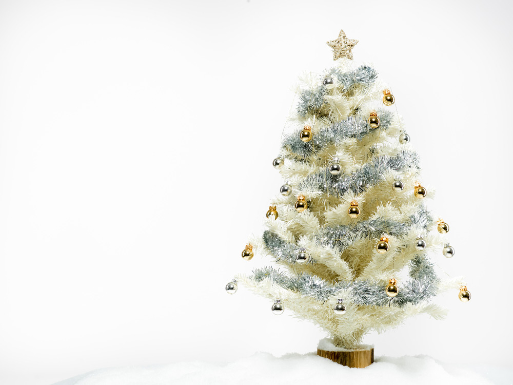 White plastic Christmas tree decorated © Shutterstock / Comaniciu Dan / WWF