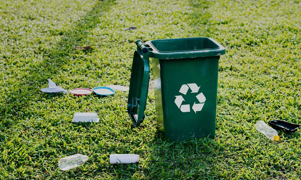 Green recycle bin surrounded by plastic bottles / Photo by rawpixels from Pexels