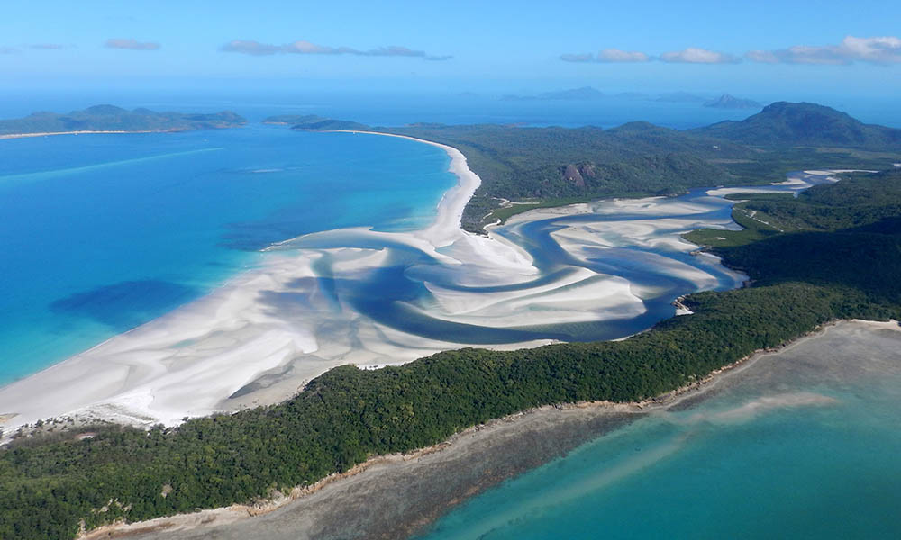 Whitehaven Beach and the Great Barrier Reef, Australia © Ian McConnel / WWF-Aus