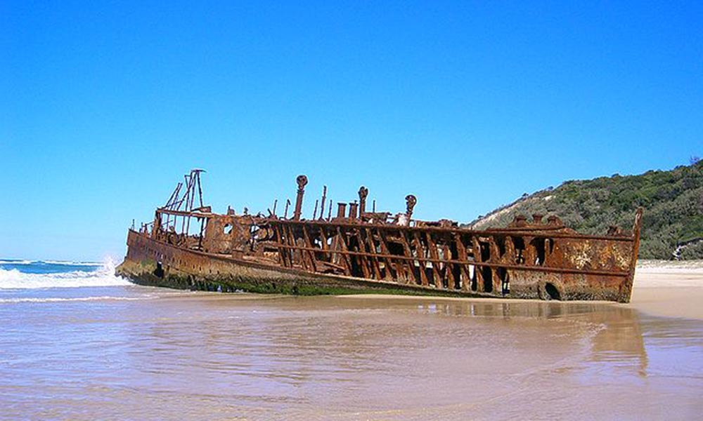 Wreck on the beach, Fraser Island - Sensenmann - Public domain