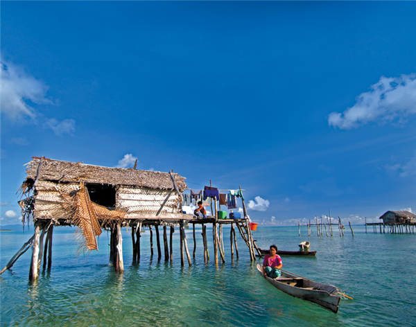 Home on the water, Borneo, Sabah. Photo courtesy Intrepid Travel.