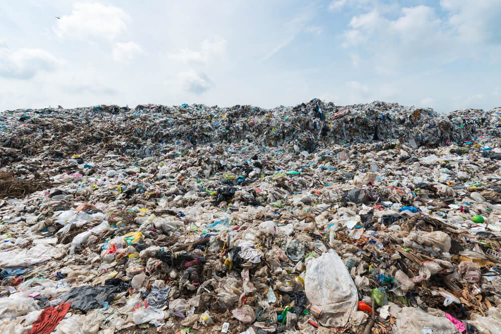 Mountain garbage in Municipal landfill for household waste © Shutterstock / kwanchai.c / WWF